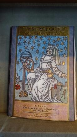 LA BIBLIOTHEQUE PESSINOISE DE LA REINE ZELIA (13)